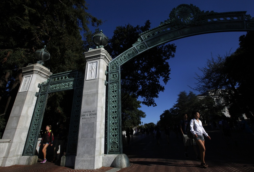 Students walk through the Sather Arch on the campus of the University of California at Berkeley in Sept. 2015. TNS.