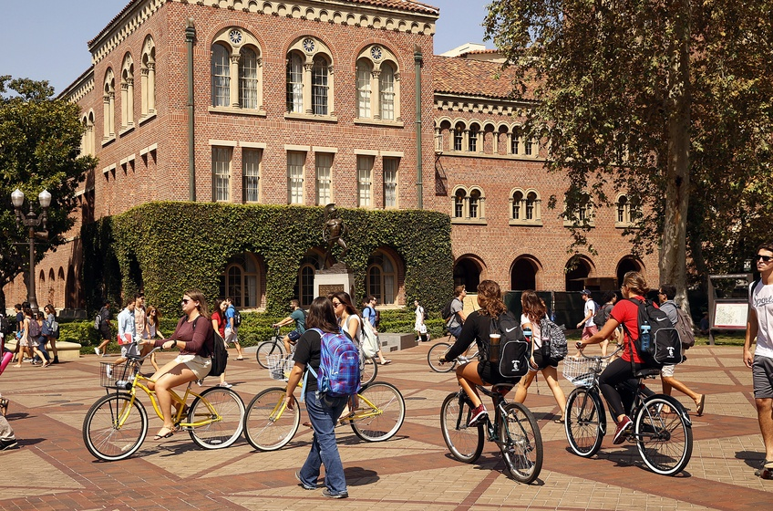 Students make their way through the campus of USC in Los Angeles Wednesday September 23, 2015. TNS.